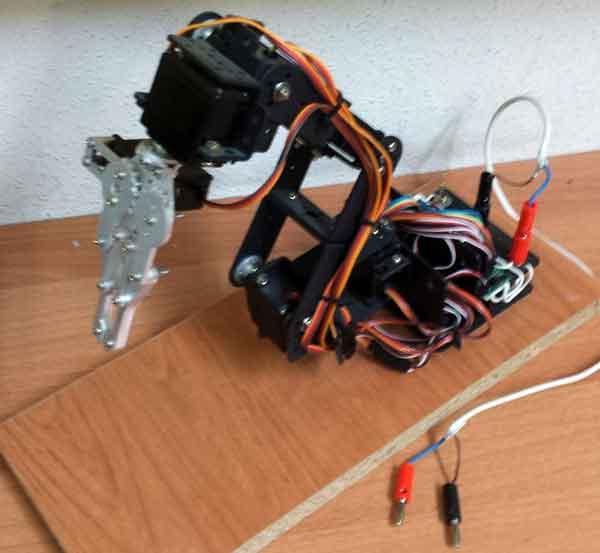 brazo robot arduino montado - Electrogeek